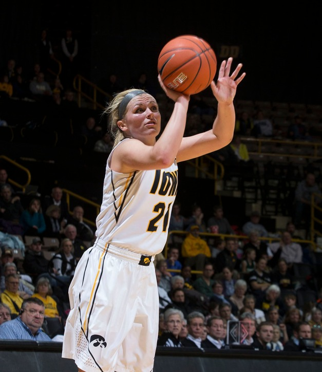 Iowa Hawkeyes guard Melissa Dixon (21) pulls up for a three point basket during the first half of their game against the Ohio State Buckeyes Thursday, Feb. 5, 2015 at Carver-Hawkeye Arena in Iowa City.  (Brian Ray/hawkeyesports.com)