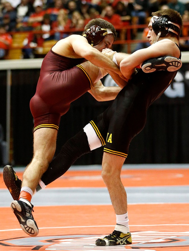 University of Iowa 141-pound wrestler Josh Dziewa works for a takedown against Minnesota's Nick Dardanes at the 2015 Big Ten Conference Championships on March 7 in Columbus, Ohio. (Darren Miller/hawkeyesports.com)