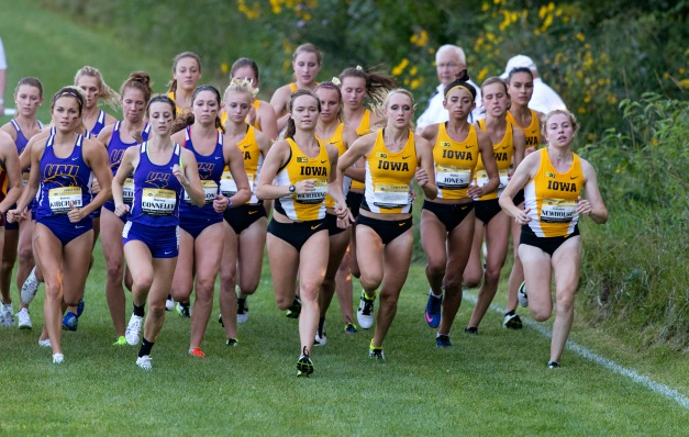 The Iowa Hawkeyes start the women's 3K during the Hawkeye Early Bird Invitational Friday, Sept. 4, 2015 at the Ashton Cross Country Course.  (Brian Ray/hawkeyesports.com)