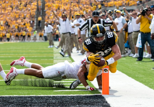 Iowa Hawkeyes wide receiver Matt VandeBerg (89) stretches the ball over the pylon for a touchdown during the second half of their game against the Illinois State Redbirds Saturday, Sept. 5, 2015 at Kinnick Stadium.  (Brian Ray/hawkeyesports.com)