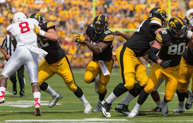 Iowa Hawkeyes running back LeShun Daniels Jr. (29) carries the ball during the second half of their game against the Illinois State Redbirds Saturday, Sept. 5, 2015 at Kinnick Stadium.  (Brian Ray/hawkeyesports.com)